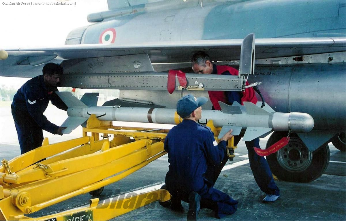 Loading a live Magic II on a Mirage 2000 -2