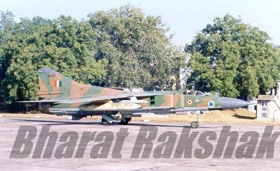 A visiting MiG-23MF (SK427) at Lohegaon AFS, Pune.