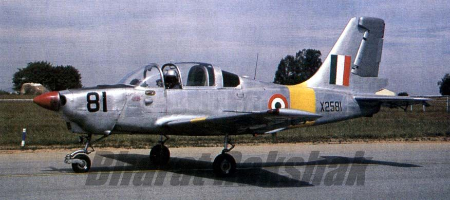 A HPT-32 taxying.