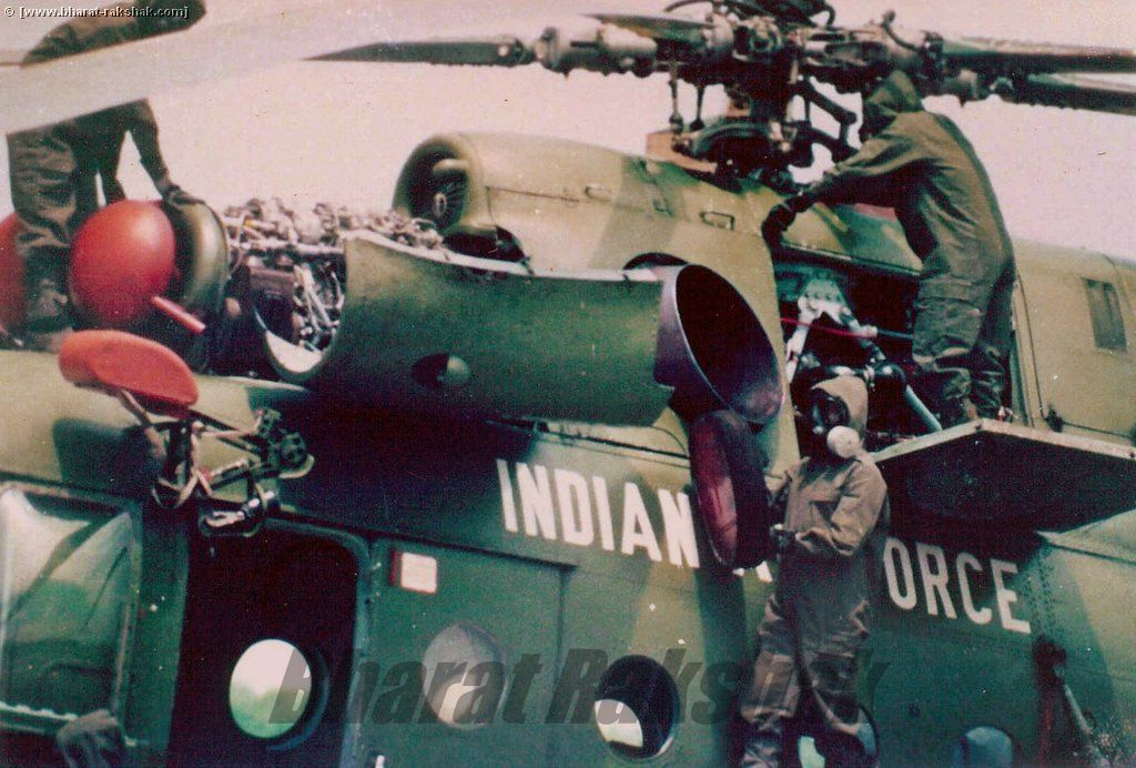 Engine maintenance on the Mil Mi-17