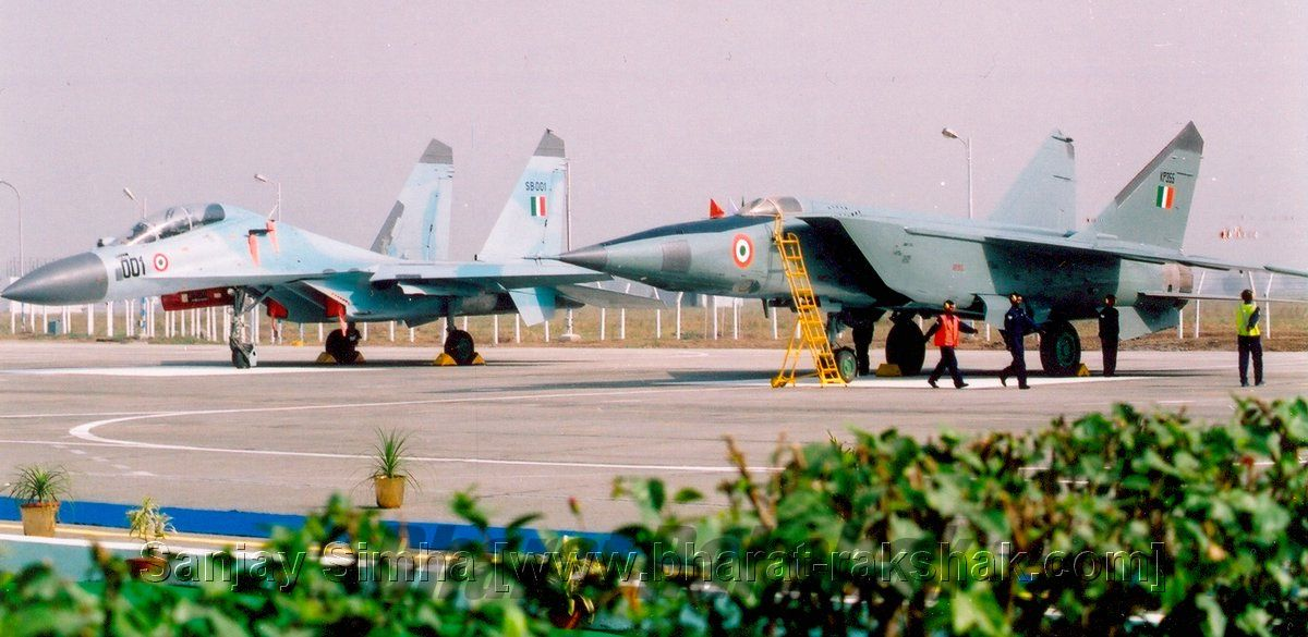 A MiG-25 and Sukhoi-30 parked at Bareilly