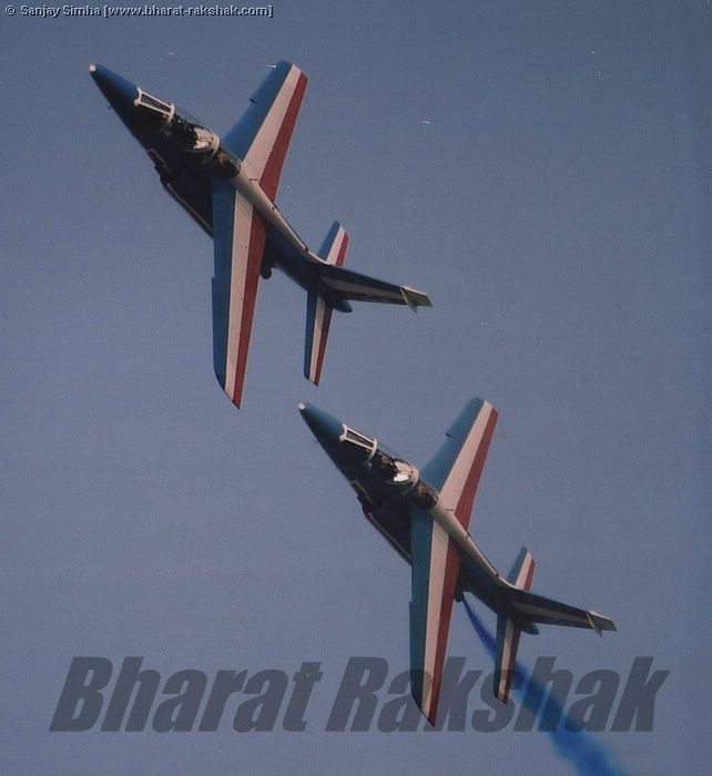 A Pair of Alpha-Jets pulling a turn
