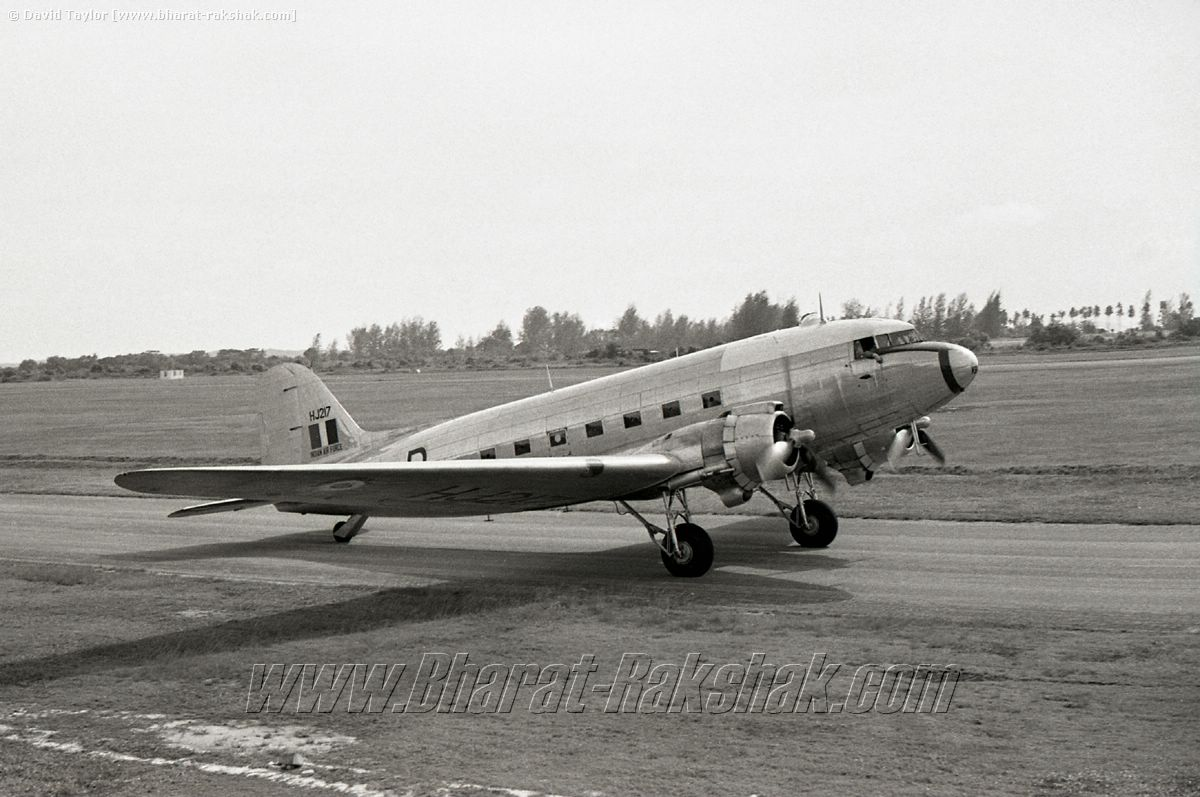 Dakota HJ217 taxies at Changi -[8 Jan 62]