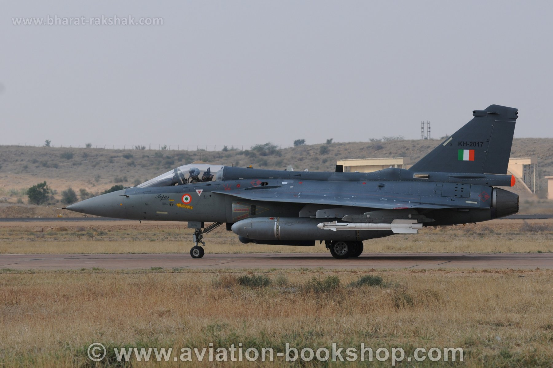 Tejas_taxying
