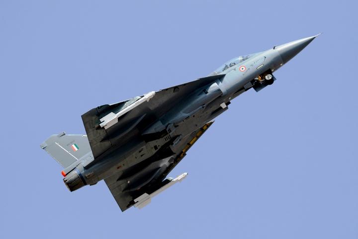 Aero India 2009 :: LCA lift off [Bharat-Rakshak.com]
