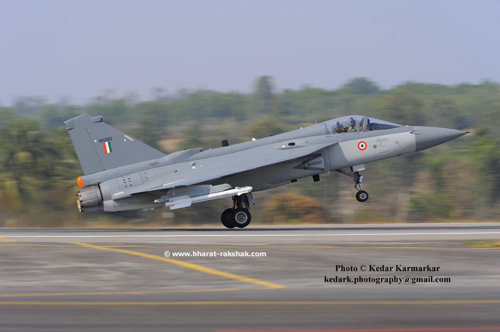 D032912-lca-takeoff-pan [www.bharat-rakshak.com]