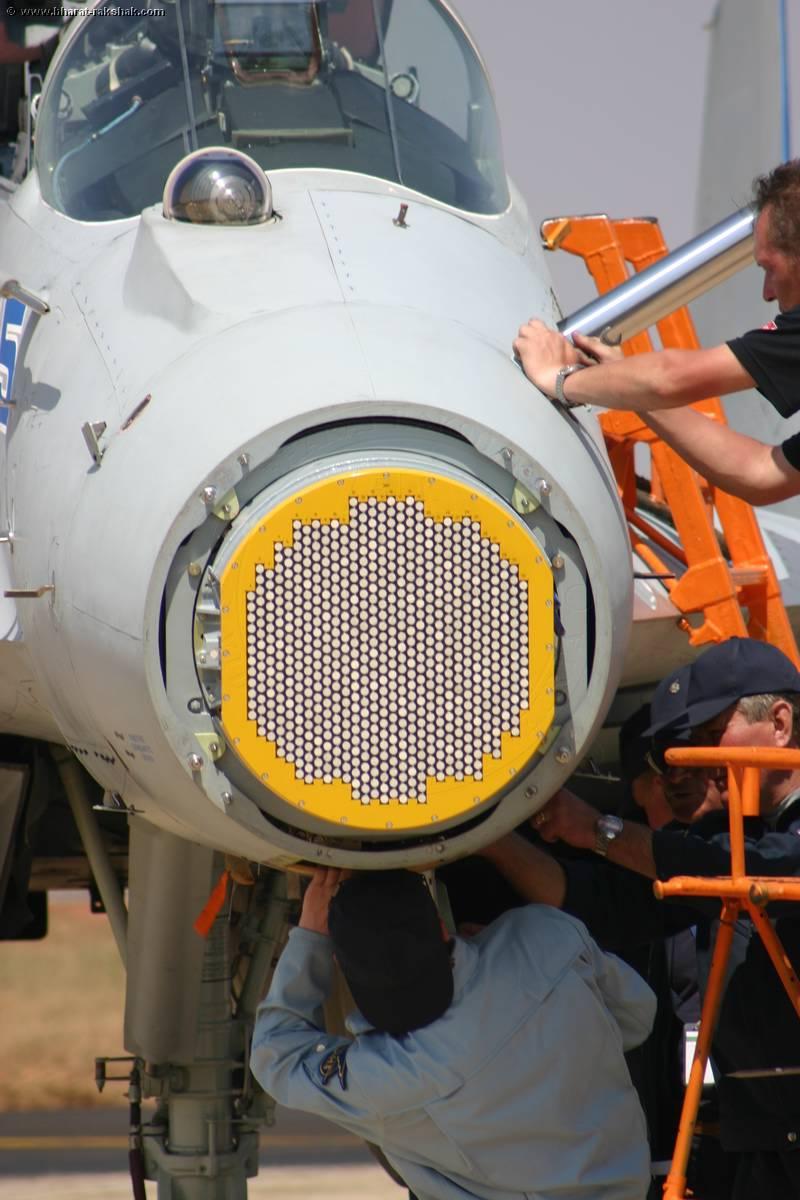 Liberacion de Mirage 2000-5 ex AdA para el mercado de segunda mano? - Página 16 MiG-35+Nose+Radar+03