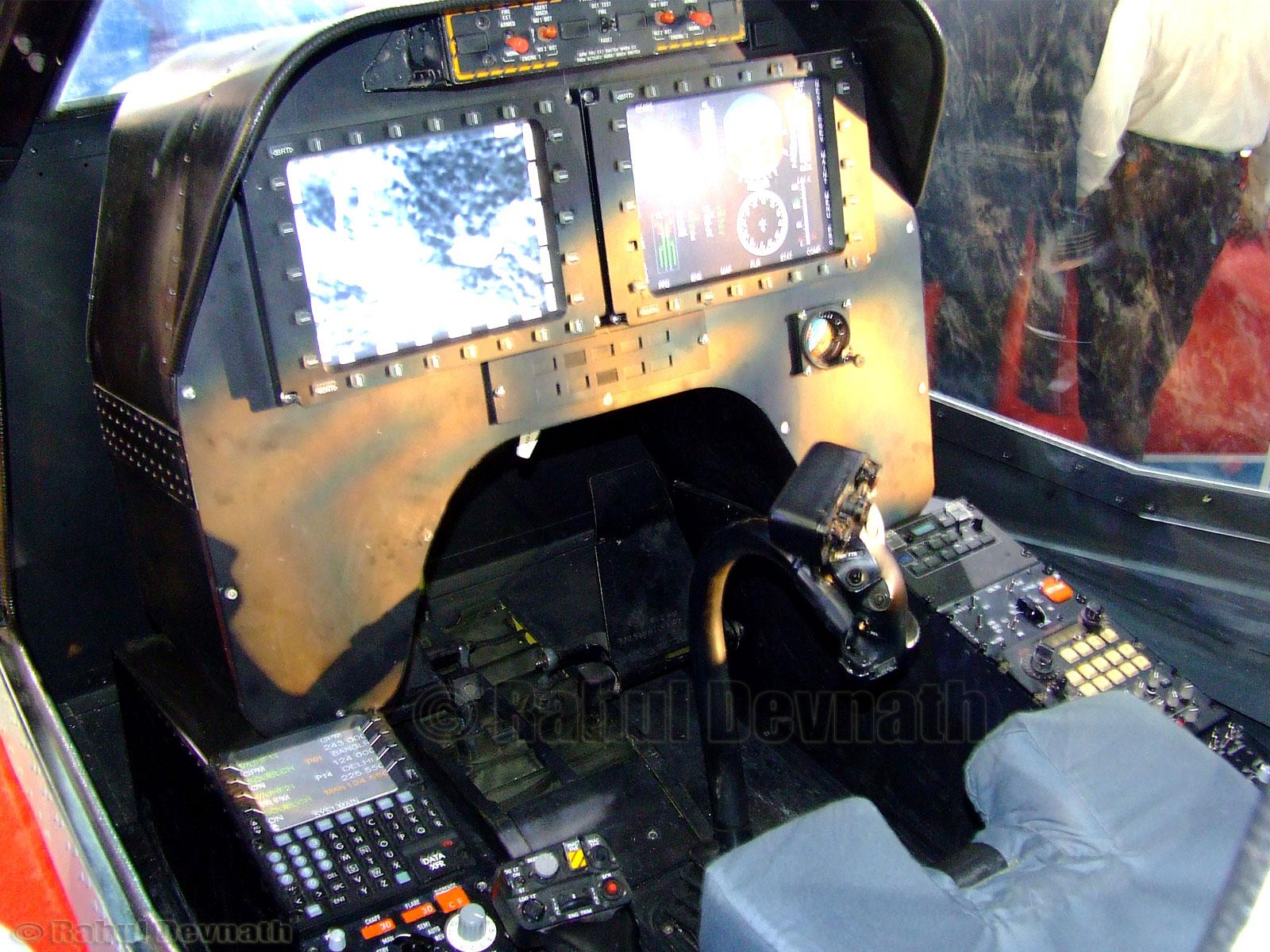 المروحية الهجومية الخفيفة الهندية Light Combat Helicopter! LCH_Front_Cockpit